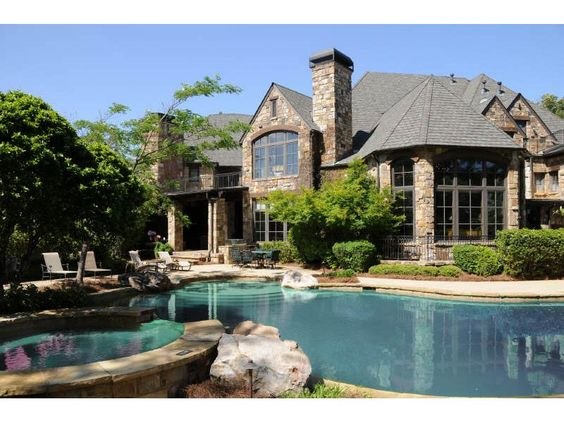 .love the house and pool