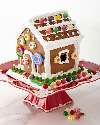 Q52QP Dylan's Candy Bar Gingerbread House