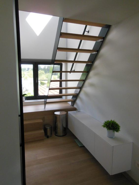 Inrichting gastenkamer ypsilon architecten trap met bordes hout staal interieur - Deco woonkamer met trap ...