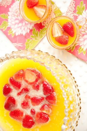 I need to have a party so I can make this punch!  It is pretty.
