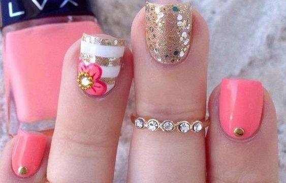 Diseños de uñas a la moda actual, diseño de uñas a la moda con brillos.   #diseñodeuñas #instanails #uñassencillas