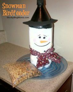 DIY Snowman Birdfeeder - Love this upcyled DIY gift and so will the birds!
