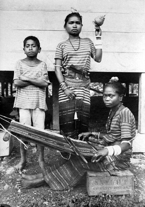 Tanimbar, Индонезия, стругар и тъкач: