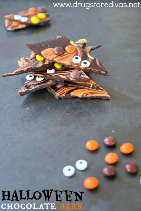 Need to bring a treat to a Halloween party? Try this Halloween chocolate bark recipe from www.drugstoredivas.net.