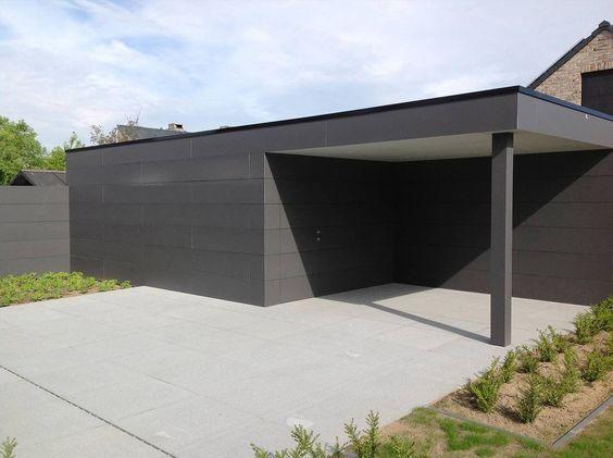 vue de face de la construction du0027un abri de jardin en bois design en - construire un garage en bois m