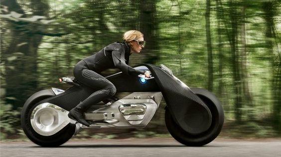 Vollvernetztes Fahren soll den Helm überflüssig machen. Unfälle? Gibt's nicht mehr.