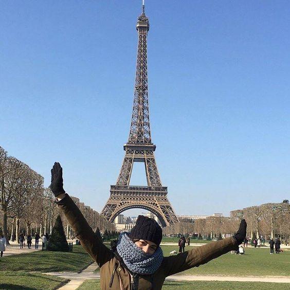 Muertos de frío pero llegamos!  by vickybrancos Eiffel_Tower #France