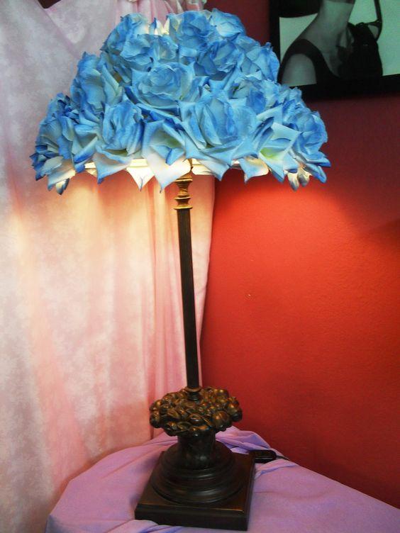 Cúpula com rosas azuis, base bronze restaurada.
