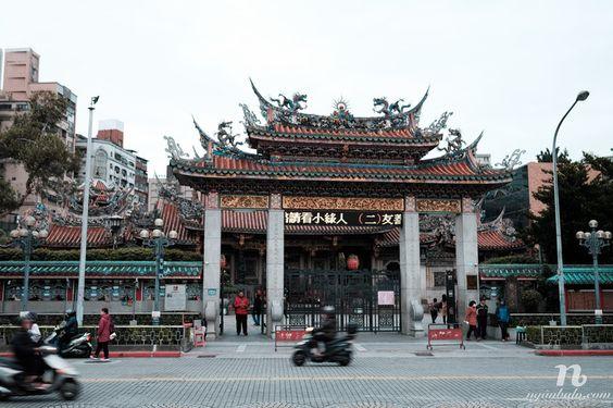 Đền Long Sơn buổi sớm mai