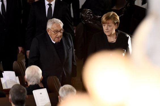 Der frühere US-Außenminister Henry Kissinger und Bundeskanzlerin Angela Merkel...