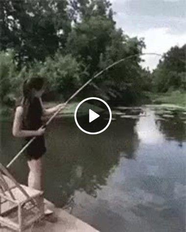 Olha como esta pescaria saiu cara, Até o celular caiu!!!