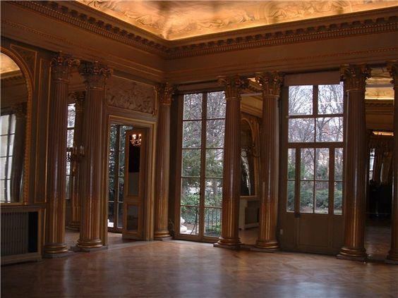 Hôtel de Gallifet (1784) 73, rue de Grenelle Paris 75007. Architecte : Etienne-François Legrand. Sculpteur : Jean-Baptiste Boiston.