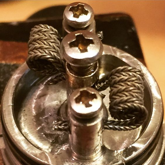 Zipper coils