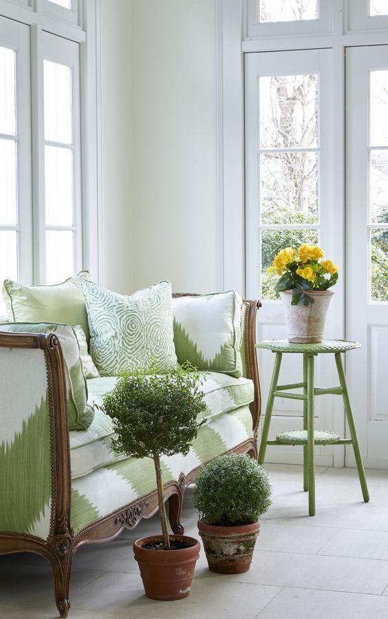 Bright green decor! Belle Meade Georgian - Sarah Bartholomew. Sarah Bartholomew Traditional Colorful Decor.