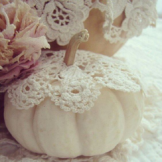 Shabby Chic Fall Tablescape- lace table cloth with tiny doilies on white pumpkins that your guests can take home! Really cute!