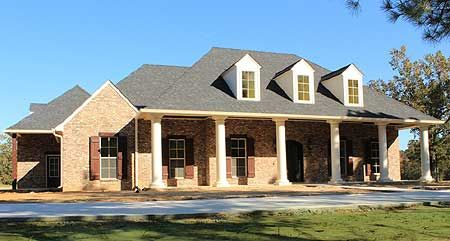 Plan 56337sm graceful 4 bedroom acadian home plan 3 box for Ranch home progetta planimetrie
