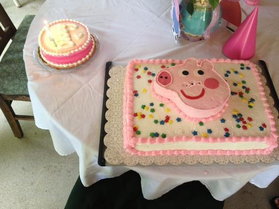 Super cute Peppa Pig face cake for Abby´s 3rd birthday party in the USA. #peppapigcake #peppapigparty Find all the peppa pig supplies at partyweb.us