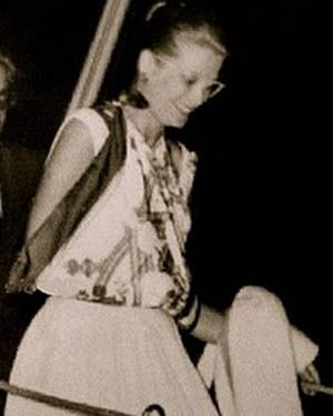 Grace Kelly wearing Hermes Scarf sling!