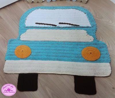 Tapete Infantil de Croche em Formato de Carro e Campo de Futebol