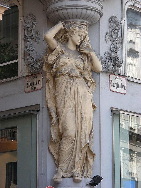 ❤ -  Vienna building statue