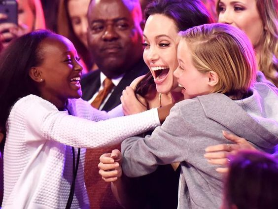 Angelina Jolie da un mensaje en los Kids Choice Awards | ActitudFEM