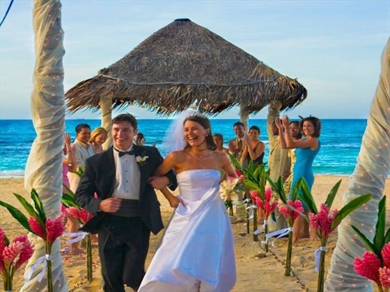 The Hy Walking Down Isle At Breezes Bahamas Resort Weddings Pinterest Resorts And