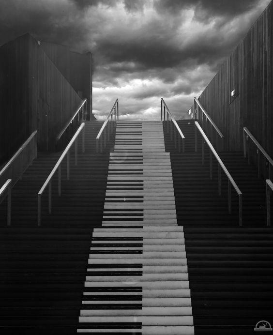 Led Zeppelin : Stairways to heaven a secret message or ...?