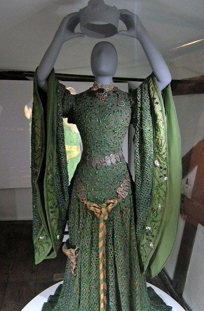 "Back in 2009 I blogged about the ""Beetlewing dress"" worn by Victorian actress Ellen Terry to play Lady Macbeth- and the National Trust's project to restore it. Well, the restored dress is now on di…"