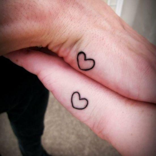 tatuagens pequenas para casal coração