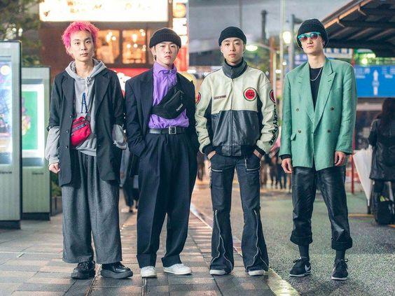 Tokyo'da sokak stili başka bir seviyededir.  Bu slayt gösterisinde Tokyo Moda Haftası'nın en iyi görünümlerini takip edin.  #bestkoreanfashion