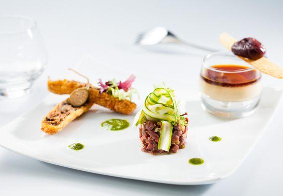 Découvrez la recette du croustillant de confit de canard, panacotta de foie gras, tartare aux 2 magrets