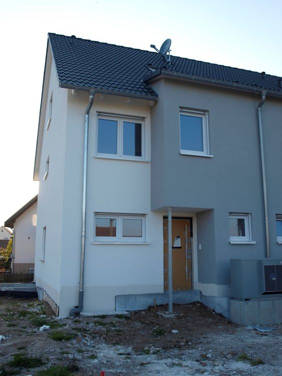 Property Type:  corner lot town house (last house in cul-de-sac) <br>Size:  160qm (1750sqf) <br>Lot size:  211qm (2271sqf) <br>Bedrooms:  4 <br>Bathrooms: 3.5 <br>First time use! <br>Spacious family home with 4 BRs, 3.5 baths, built in kitchen, storage attic/basement, tile floors with floor heating, small garden, terrace, and two dedicated parking spaces. <br>Nufringen is a popular community to live perfect for those working at Panzer (commute to Patch acceptable too). <br>Great nature area…