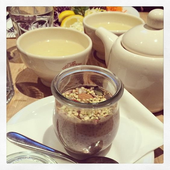 Love @lepainquotidien for healthy options in the US & UK. This chocolate chia pot is the perfect healthy breakfast/snack