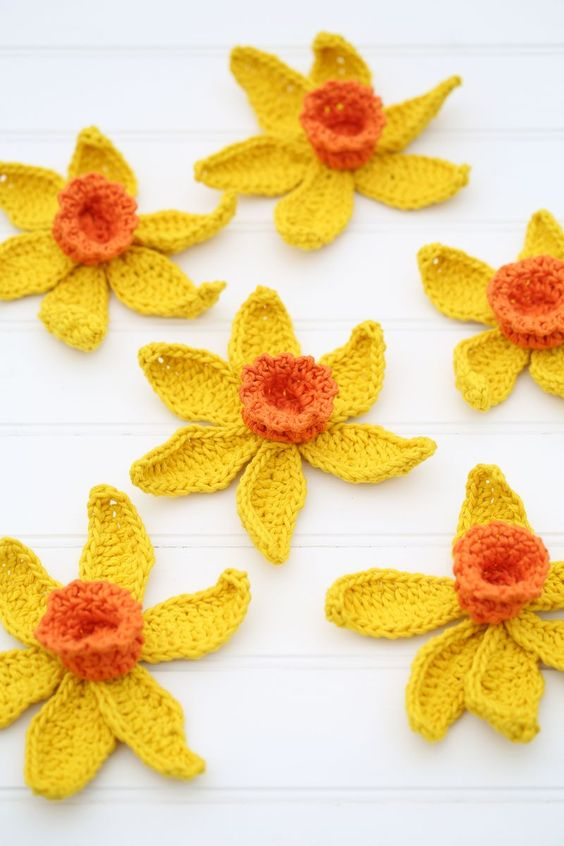 Knitted Daffodil Brooch Pattern : Free Crochet Patterns It is Spring! Patterns, Spring flowers and Crochet