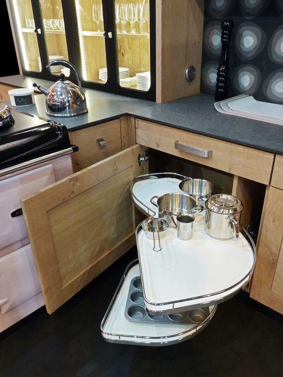 atelier culinaire cuisine ch ne massif clair vaisselier verri re structure acier laqu noir. Black Bedroom Furniture Sets. Home Design Ideas