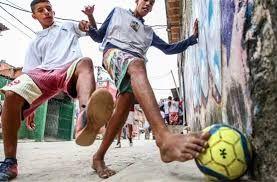 Resultado de imagem para futebol de rua