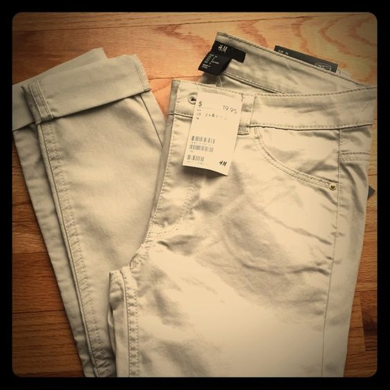 NWT H&M size 6 slim super stretchy khakis NWT H&M size 6 slim super stretchy khakis. Regular length. Run small. Material is 70% cotton, 27% polyester, 3% elastase. H&M Pants Skinny