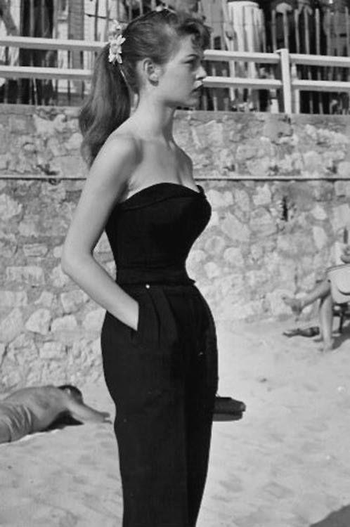 A Bardot 1950s classic Women's vintage celebrity fashion photography photo image