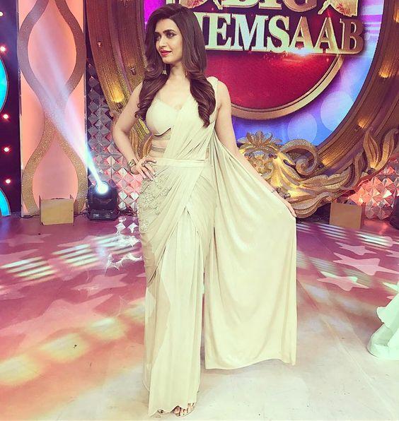 Wearing this pretty saree from @carouselbysimranarya Jewellery @edesigns_mumbai styled by @d_devraj assisted by @somyata_stva ma