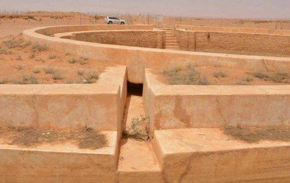 السعودية ترمم المعالم الأاثرية على امتداد أقدم طريق دولي إلى مكة صورة أرشيفية لـ درب زبيدة Wood Texture