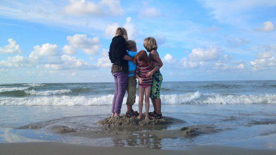 Photo Roos Gast   #children #photography #beach #sea #waves #fotografie #kinderen #pose #strand #idee #mooi #beautiful #gorgeous #nature #sky #natuur #sandcastle #zandkasteel #photo #foto #fotografia #gaaf
