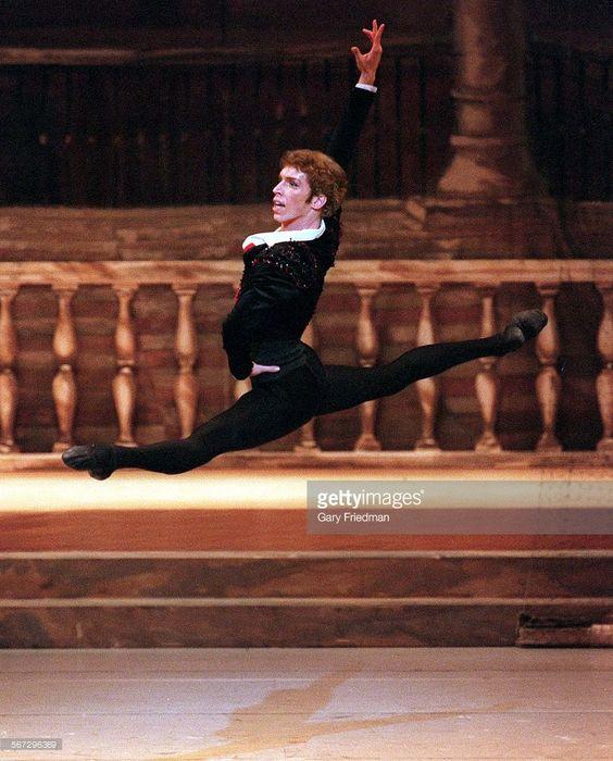 CA.0625.bolshoi4.gf BOLSHOI BALLET PERFORMS DON QUIXOTE AT DOROTHY CHANDLER PAVILION ON 6/25/00. Dmitri Belogolovtsev as Basil