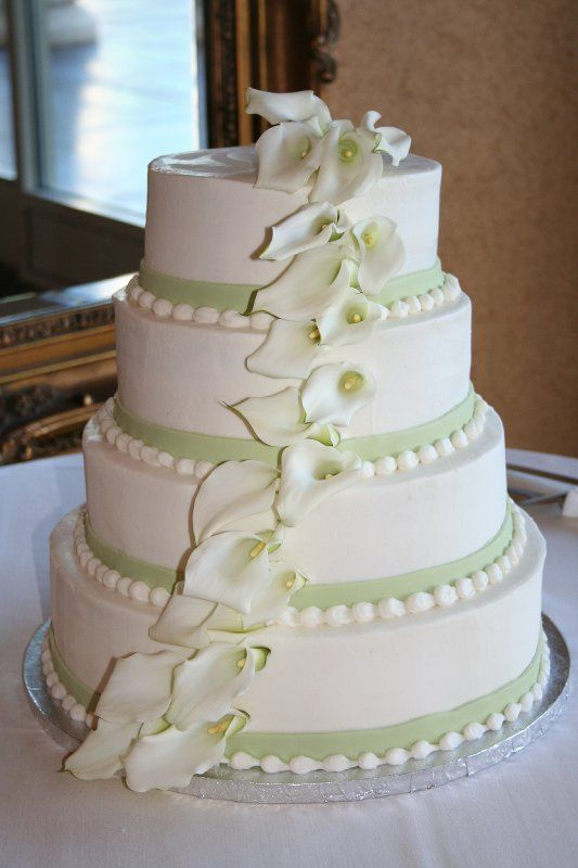 Wedding cake inspiration - love the green bands and the cascading flowers ( #wedding #cake)