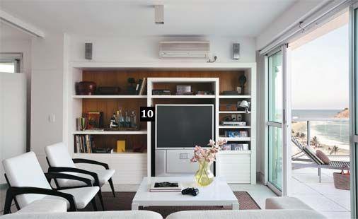 10. Na estante (Marcenaria Morada), o nicho da TV tem 55 cm de profundidade (medida do equipamento), mas o restante, apenas 45 cm, ganho con...