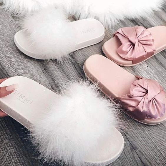 Comfortable Slippers | Slippers for Ladies | Feathered Slippers for Pregnant Ladies | Maternity Essentials | Maternity Shoot Ideas | #maternity | Maternity Shoot ideas | Function Mania | 5 Things You Must To Forget For A Comfortable Maternity Shoot!
