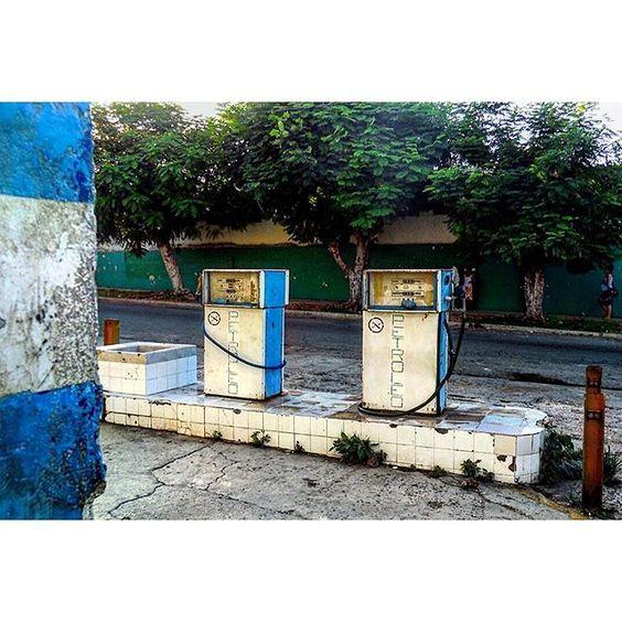 Petróleo forever #havana #habana #vedado #cuba #gas #petrol #petrolstation #gasstation #blue #streetlife #total_cuba #loves_cuba #ig_cuba #loves_habana #ig_habana #ig_captures #authentic by mercecg64