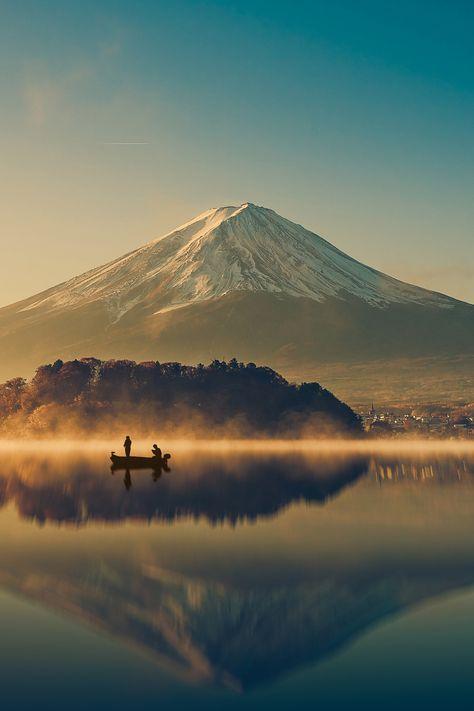 湖に移る富士山