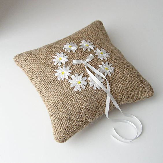 Daisy embellished mini pillow—made with burlap & silk ribbons—would make a great ring bearer pillow❣ bstudio •  Etsy: