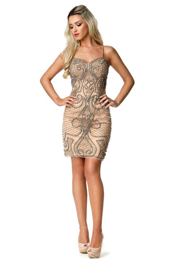 Vestido curto de alça com forro nude e bordado em toda sua extensão.  Valor de varejo R$2.500,00  Loja atual: Av. Mauro Ramos