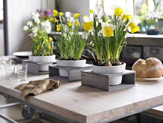 Elegant flower arrangements and spring decorating ideas for Kitchen table arrangement ideas